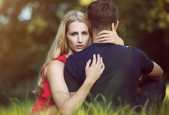 3 Simplest Signs Of A Cheating Partner post image
