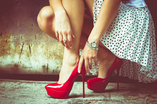 8 Psych Studies On How Women Can Get Hit On More…Which is Most Obvious? post image