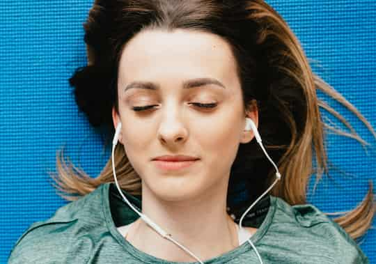 How Listening To Music At Bedtime Affects Sleep (M) post image