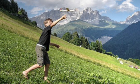 The Psychology of Why Kids (and Adults) Should Play Outside post image